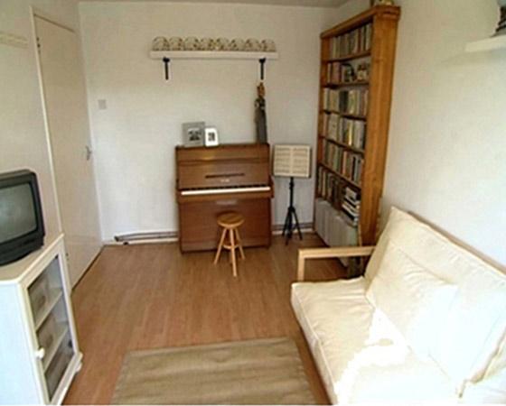 http://www.clutterclinic.co.uk/wp-content/uploads/2013/03/room-1a2.jpg